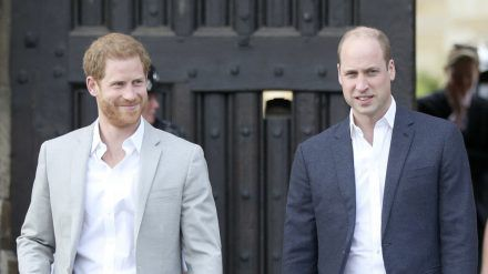 Das Verhältnis zwischen Prinz William (re.) und Bruder Harry ist angespannt. (eee/spot)