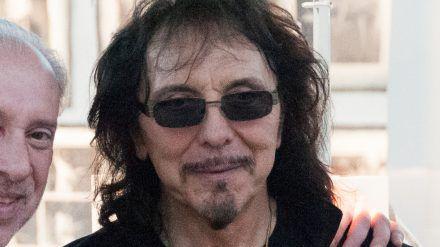 Black-Sabbath-Gitarrist Tony Iommi kämpft seit Jahren gegen Lymphdrüsenkrebs. (ili/spot)