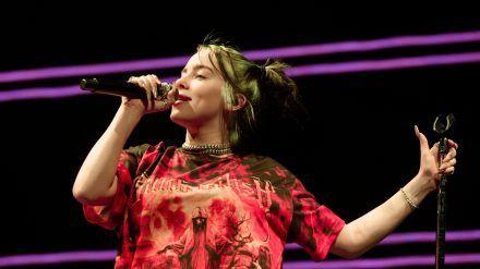 Billie Eilish während eines Konzerts in Barcelona 2019 (dr/spot)