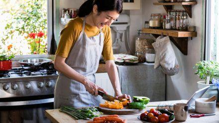 Ein scharfes Messer ist in der Küche ein Muss. (spot)