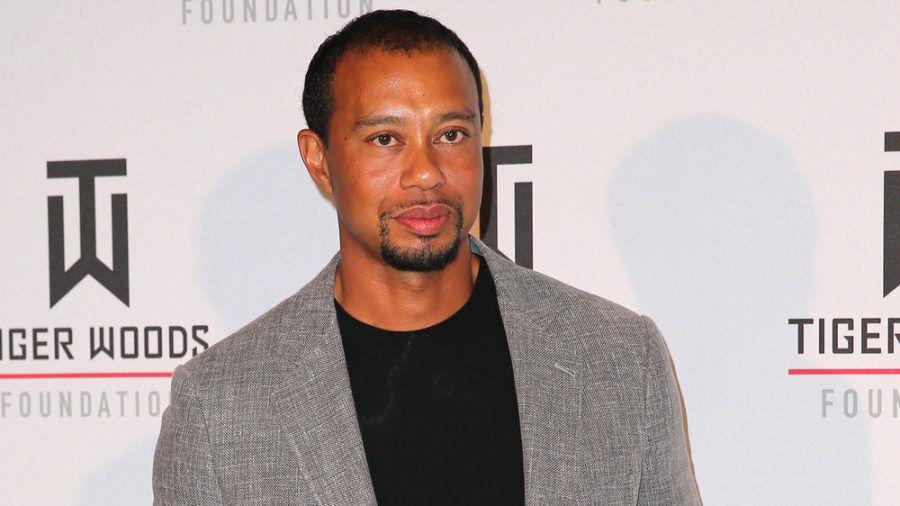 Tiger Woods wird nach seinem Autounfall weiter im Krankenhaus behandelt (hub/spot)