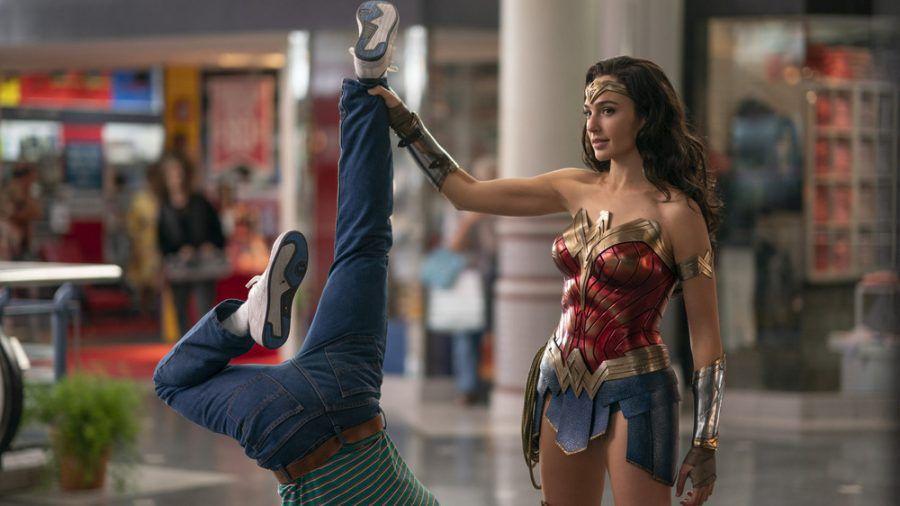 Wonder Woman (Gal Gadot) hat mit einem Schurken leichtes Spiel (rto/spot)