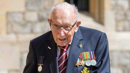 Captain Tom Moore mit seinem von Königin Elisabeth II. verliehenen Ritterorden (rto/spot)