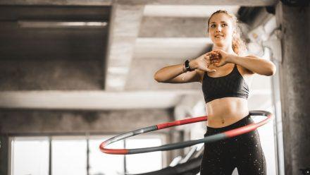 Hula-Hoop-Hype: Schlank und straff mit dem neuen Fitness-Trend