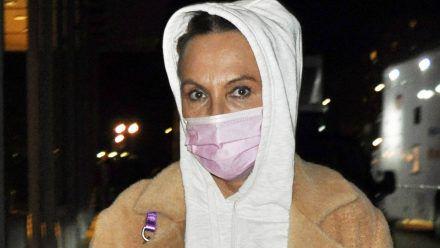 Natascha Ochsenknecht schmiert sich falsche Creme ins Gesicht