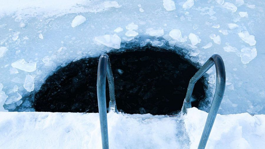 Eisschwimmer nach 2 1/2 Stunden unterm Eis reanimiert - nun doch tot