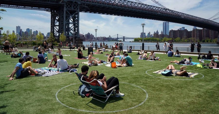 Relaxen mit Abstand - der Domino Park in Brooklyn.