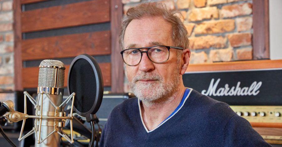 Peter Lohmeyer im Tonstudio in Hamburg.
