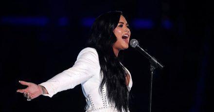 Sängerin Demi Lovato bei einem Auftritt im Staples Center (Los Angeles).
