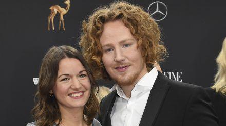 Michael Schulte mit seiner Ehefrau Katharina bei der Bambi-Verleihung 2019 (rto/spot)