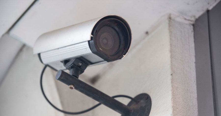 Eine Videokamera darf nur das eigene Grundstück erfassen. Andernfalls ist die Installation unzulässig.
