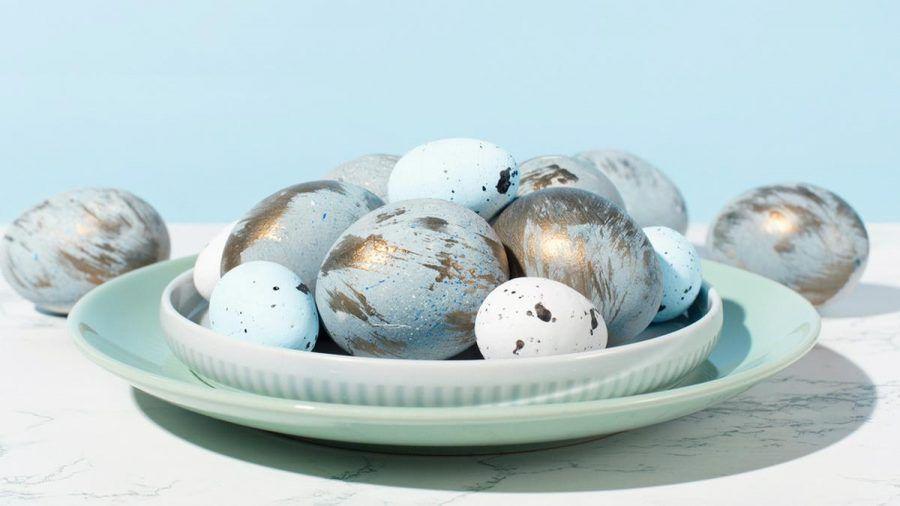 Ostereier kommen in dieser Saison glamourös daher. (eee/kms/spot)