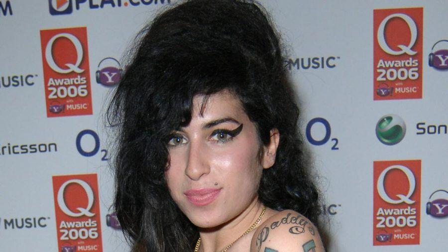 Amy Winehouse 2006 auf dem roten Teppich (mia/spot)