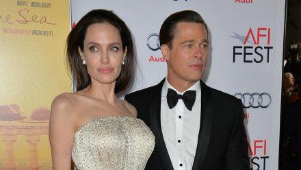 Die Schauspieler Angelina Jolie und Brad Pitt bei einer Veranstaltung im Jahr vor ihrer Trennung. (ili/spot)