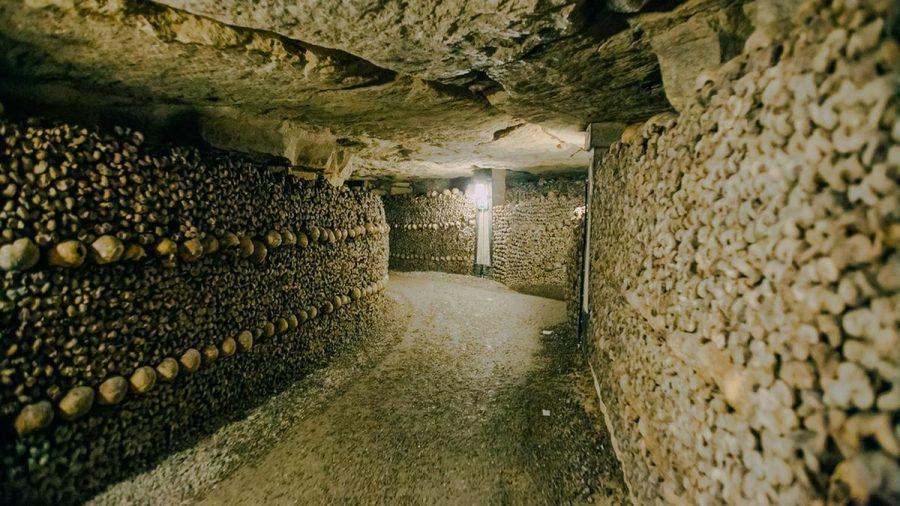 In den Katakomben von Paris lagern die sterblichen Überreste von Millionen von Menschen. (amw/spot)