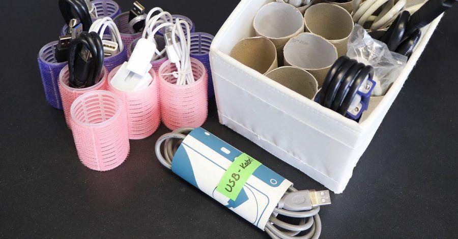 Kabel lassen sich gut in Toilettenpapierrollen aufbewahren - auch Lockenwickler eignen sich.