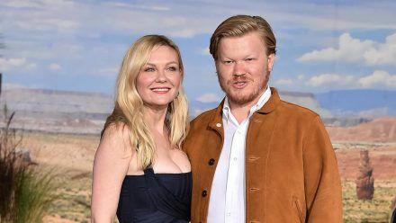Kirsten Dunst zusammen mit ihrem Partner Jesse Plemons im Jahr 2019 (wue/spot)