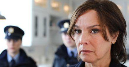 Kriminalpsychologin Cathrin Blake (Désirée Nosbusch) unterstützt die Polizei.