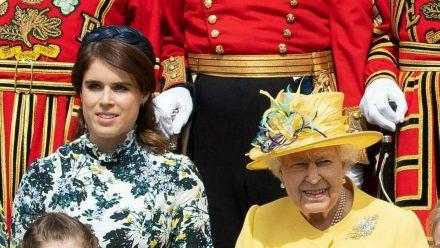 Prinzessin Eugenie ist die Enkeltochter von Queen Elizabeth II. (re.). (eee/spot)