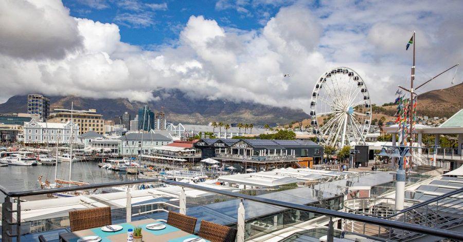 Der beliebte Touristenort Victoria and Alfred (V&A) Waterfront District in Kapstadt ist leer. Doch schon bald will die Lufthansa wieder einige Besucher aus Deutschland nach Südafrika bringen.