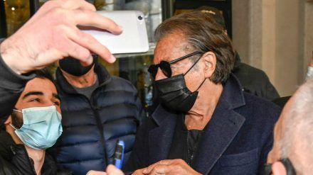 Al Pacino nimmt sich geduldig Zeit für seine Fans. (rto/spot)