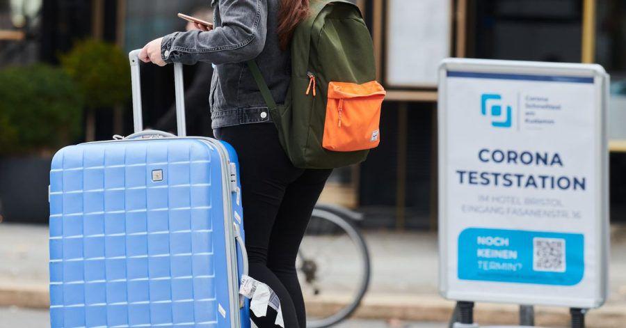 Den Koffer packen und in den Urlaub fahren? Die Deutschen müssen sich wieder auf Reisebeschränkungen über Ostern einstellen.