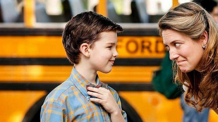 """Iain Armitage alias """"Young Sheldon"""" ist ein echter Lehrerschreck - hier mit seiner Mutter Mary Cooper (Zoe Perry). (ili/spot)"""