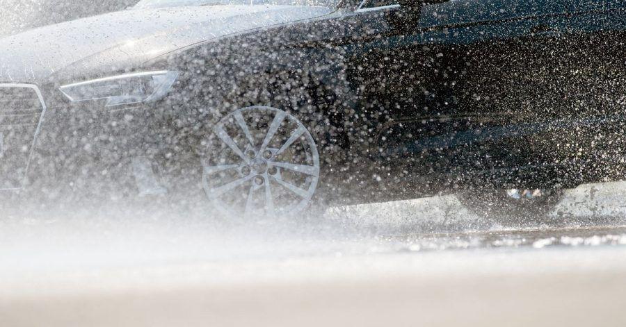Wasserwelt: Gute Sommerreifen zeichnen sich auch durch sichere Fahreigenschaften bei Nässe aus.