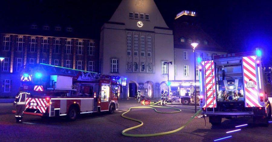 Nach einem Brandanschlag auf das Rathaus in Delmenhorst hat die Polizei einen 30-jährigen Mann festgenommen.