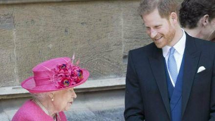 Die Queen und Prinz Harry bei einem gemeinsamen Auftritt (hub/spot)