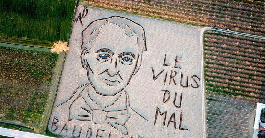 Land-Art-Künstler Dario Gambarin hat im Jahr des 200. Geburtstages von Charles Baudelaire ein riesiges Abbild in einen Acker gefräst.