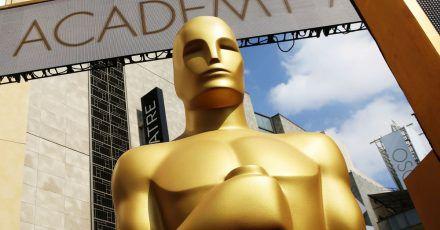 Eine Oscar-Statue vor dem Dolby Theatre in Hollywood.