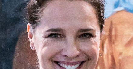 Désirée Nosbusch steht bei der Premiere der zweiten Staffel der Serie «Bad Banks» auf dem Roten Teppich in Frankfurt am Main.