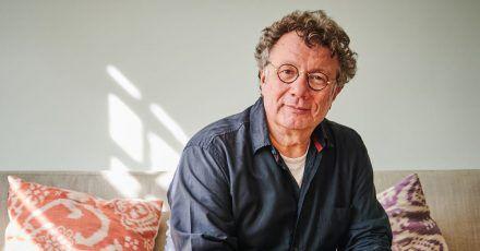 Der Schriftsteller Ingo Schulze darf durch die Literaturhäuser reisen.