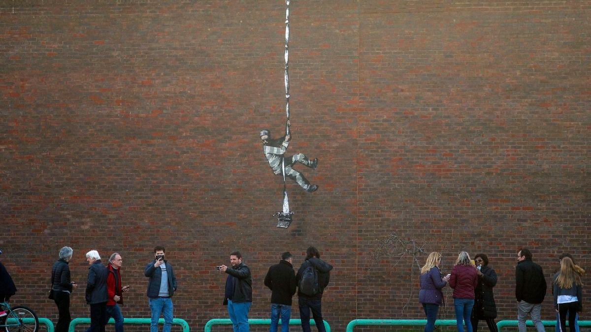 Video: Banksy bekennt sich auf Insta zu Gefängnis-Graffiti