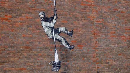 Video: Banksy bekennt sich auf Instagram zu Gefängnis-Graffiti