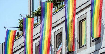Laut einer Umfrage wünschen sich viele Arbeitnehmer einen offenen Umgang mit sexueller Diversität.