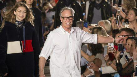 Tommy Hilfiger vertreibt seit fast 40 Jahren erfolgreich Mode (jru/spot)