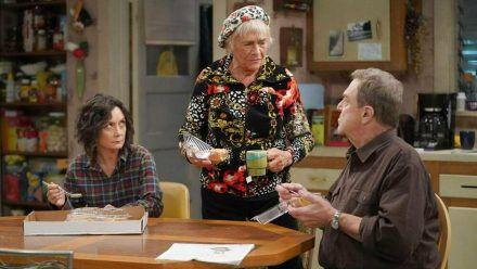 """Die Conners"" (v.r.): Daniel ""Dan"" Conner (John Goodman), Beverly Harris (Estelle Parsons) und Darlene Conner-Healy (Sara Gilbert) (ili/spot)"