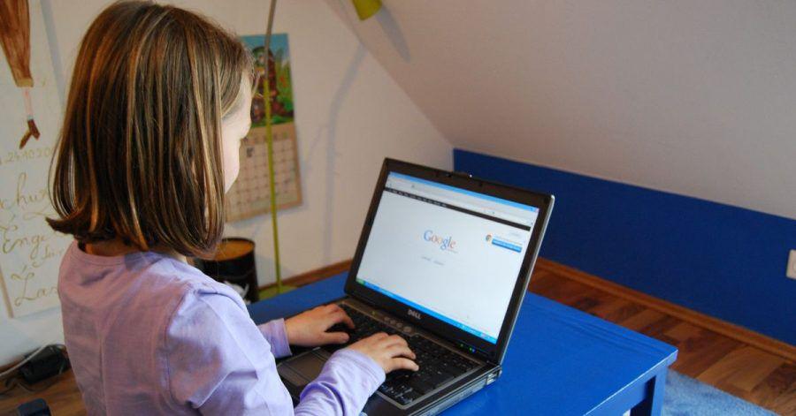 Zum 1. April tritt ein reformiertes Jugendschutzgesetz in Kraft, das Kinder und Jugendliche besser vor Mobbing und Belästigung im Internet bewahren soll.