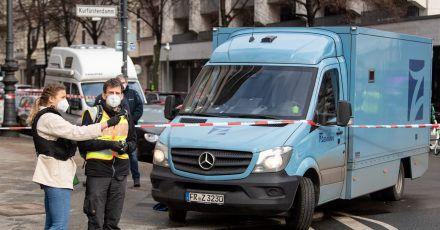 Die Polizei hat nach einem Überfall am Berliner Kurfürstendamm einen Tatverdächtigen festgenommen.