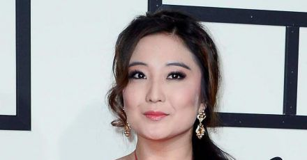 Die koreanisch-amerikanische Schauspielerin Ashley Park spricht über Rassismus in den USA.