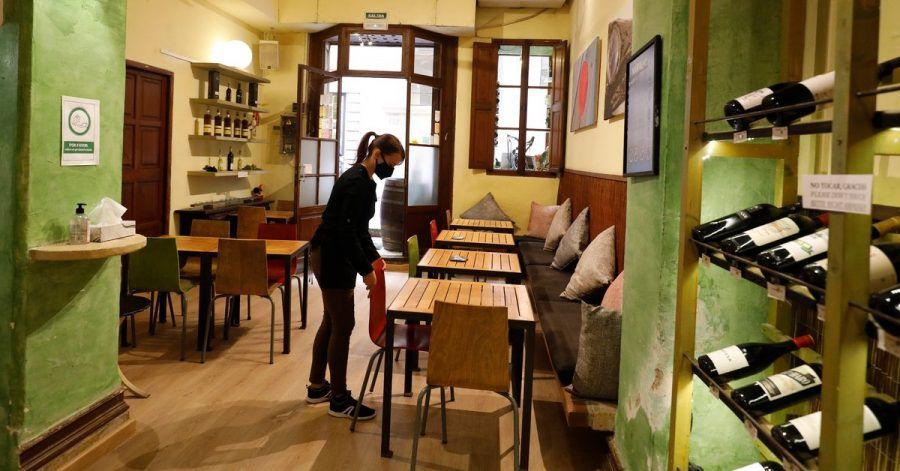 Die Regionalregierung Mallorcas will die Innenräume von Cafés, Restaurants und Kneipen nun wieder schließen. Grund sind steigende Corona-Zahlen.