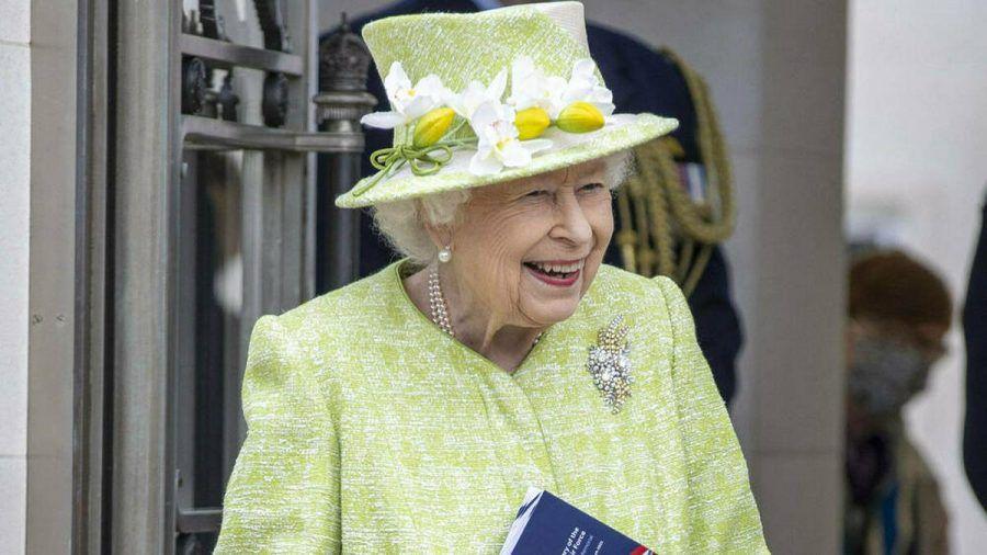 Die Queen genießt ihren ersten öffentlichen Auftritt 2021 (hub/spot)