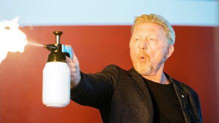 Boris Becker spielt mit dem Feuer: Die Bilder!