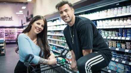 """Jenny Frankhauser und Tobi Wegener im """"Supermarkt-Quiz"""". (hub/spot)"""