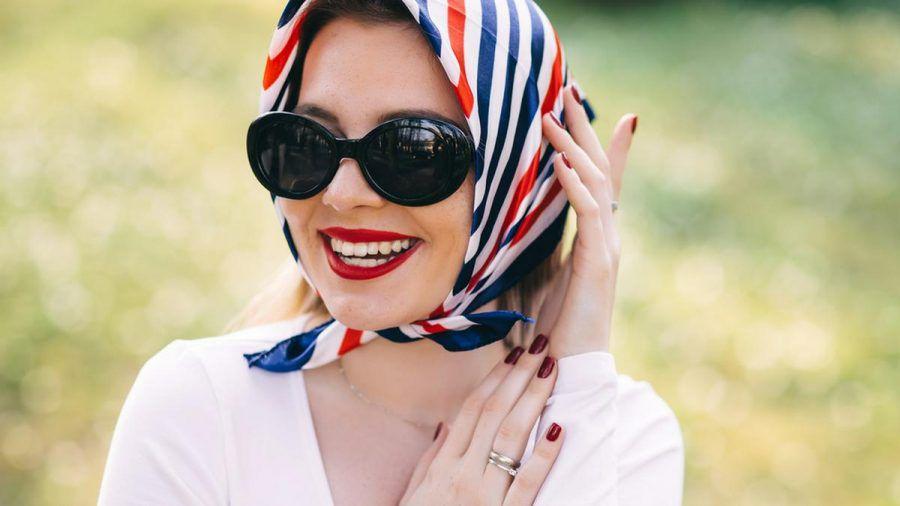 Kopftücher sind sowohl stylisch als auch praktisch. (cos/spot)