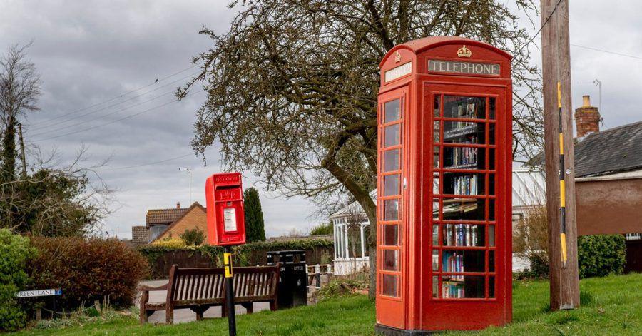 Diese Telefonzelle wurde in eine kostenlose Bücherbörse umgewandelt.