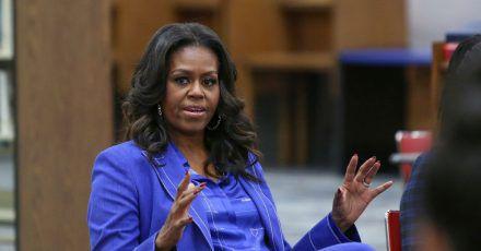 Michelle Obama bei einem Gespräch 2018 an ihrer ehemaligen Schule in Chicago.