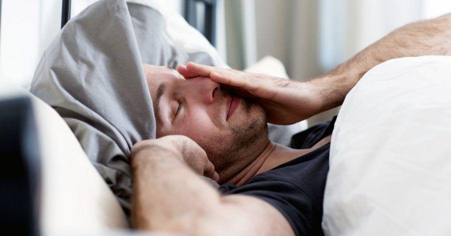 Die Zeitumstellung imFrühjahr ist für viele Menschen hart, fehlt doch in der Nacht, in der die Sommerzeit beginnt, eine Stunde Schlaf. Doch man kann sich selbst auf die Sprünge helfen.